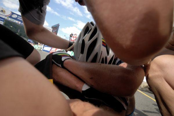 Mistrovství světa v MTB maratonu 2009 - Graz /AUT/: vyčerpaný šampion o objetí přátel