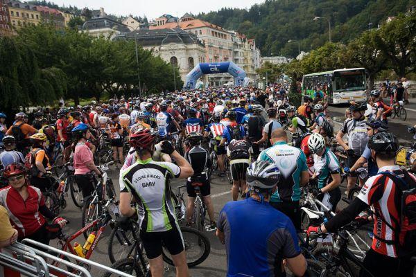 KPŽ AM bikemaraton ČS Karlovy Vary 2009 - cca 900 závodníků na startu