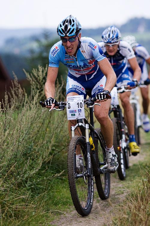 KPŽ AM bikemaraton ČS Karlovy Vary 2009 - Milan Spěšný stíhá vedoucí duo