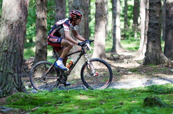 KPŽ AM bikemaraton ČS Karlovy Vary 2009 - Robert Novotný v posledním výjezdu před cílem