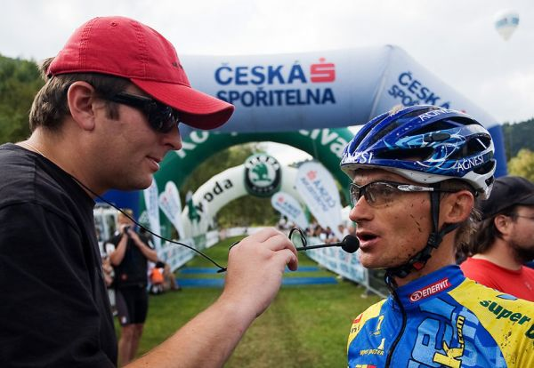 KPŽ AM bikemaraton ČS Karlovy Vary 2009 - Tomáš Hauptvogel vyzvídá první dojmy po dojezdu od Honzy Hrušky