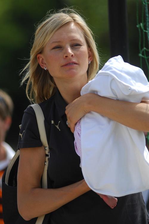 Sport Invest setkání sportovců 18.8.2009 - Jachtařka Lenka Šmídová se svou třítýdenní dcerou Viktorkou