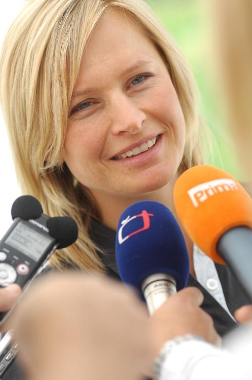 Sport Invest setkání sportovců 18.8.2009 - O Lenku Šmídovou byl mezi novináři zájem
