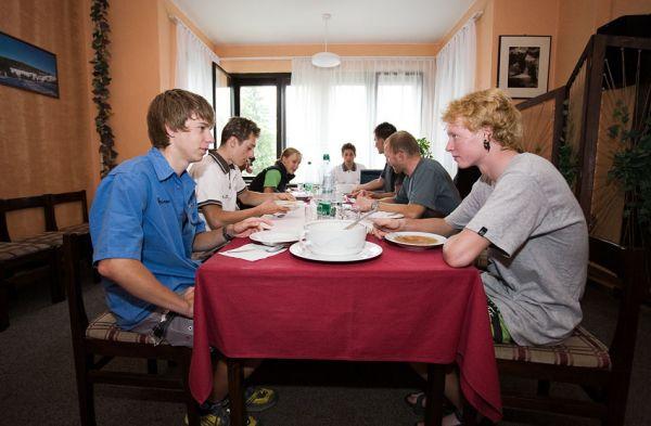 MTB reprezentační soustředění Trutnov 09 - společný oběd