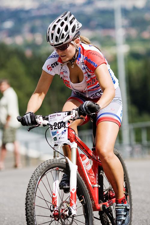 KPŽ Ještěd Tour 2009 - Ivana Pechoutová ukazovala, že na to v kopci má...