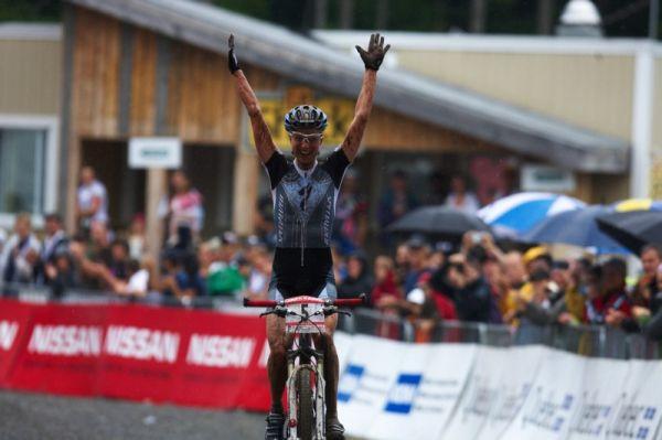 Nissan UCI MTB World Cup XCO #6 - Bromont /KAN/ 2.8. 2009 - Lene Byberg si vychutnává své první vítězství v SP