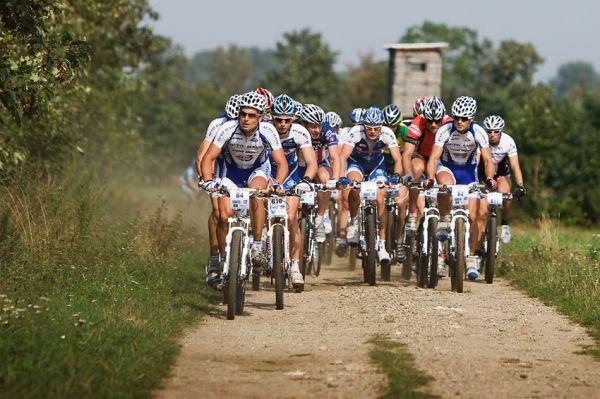 KP� Cyklobran� Jevi�ovka 2009 - tento �sek trati vedl po b�val� Sign�ln� cest�