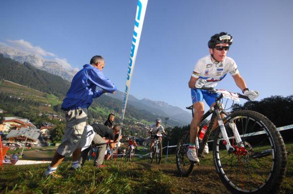 SP XC Schladming /AUT/ 19.9.2009 - junioři & juniorky: Gerhard Kerschbaumer útočí na další vítězství