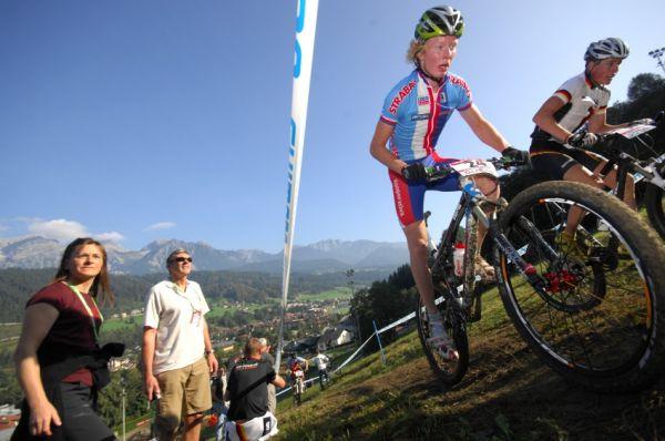 SP XC Schladming /AUT/ 19.9.2009 - junioři & juniorky: Jan Nesvadba a za ním zrychlující Tomáš Paprstka