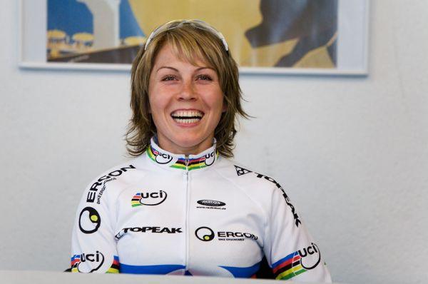 SP XCO Champéry 2009 ženy - Irina Kalentieva na tiskové konferenci den před závodem