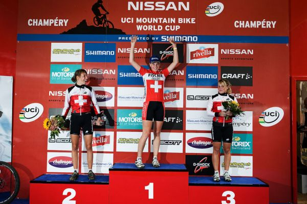 SP XCO Champ�ry 2009 juniorky - 1. Hediger (SUI) 2. Schumacher (SUI) 3. Starkermann (SUI)