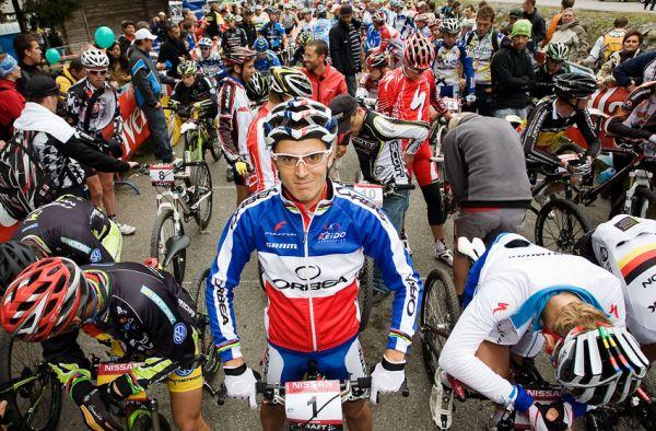 SP XCO Champ�ry 2009 - Julien Absalon na startu v �ele