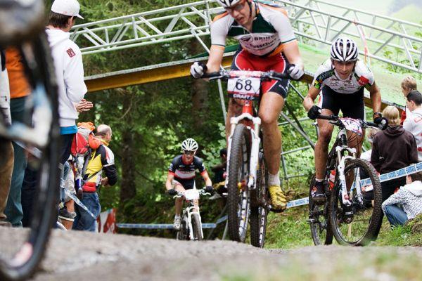 SP XCO Champéry 2009 - Ondra Cink se drápe do kopce