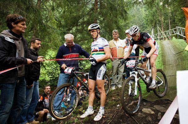 SP XCO Champéry 2009 - Nino Schurter dlouho poté přemítal, zdali má dále pokračovat v závodě