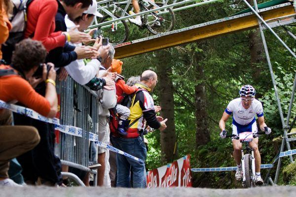 SP XCO Champéry 2009 - Julien Absalon ještě v předposledním kole vedl se slušným náskokem...