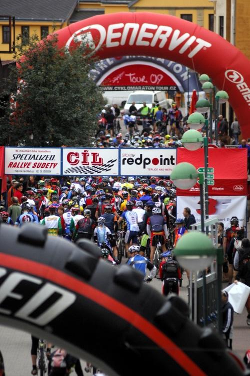 Mistrovství ČR v MTB maratonu - Specialized Rallye Sudety '09: Ráno v Teplicích nad Metují