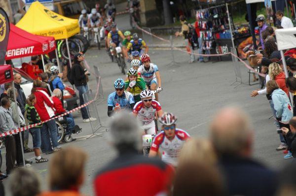 Mistrovstv� �R v MTB maratonu - Specialized Rallye Sudety '09: pr�jezd Teplicemi na t�ic�t�m kilometru