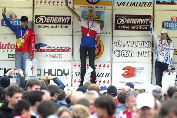 Mistrovství ČR v MTB maratonu - Specialized Rallye Sudety '09: 1. Šulcová, 2. Radová, 3. Čuříková