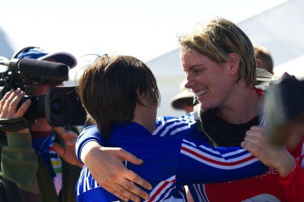 Mistrovství světa MTB DH 2009, Canberra /AUS/ - první gratulantkou k titulu mistryně světa byla Fionn Griffiths
