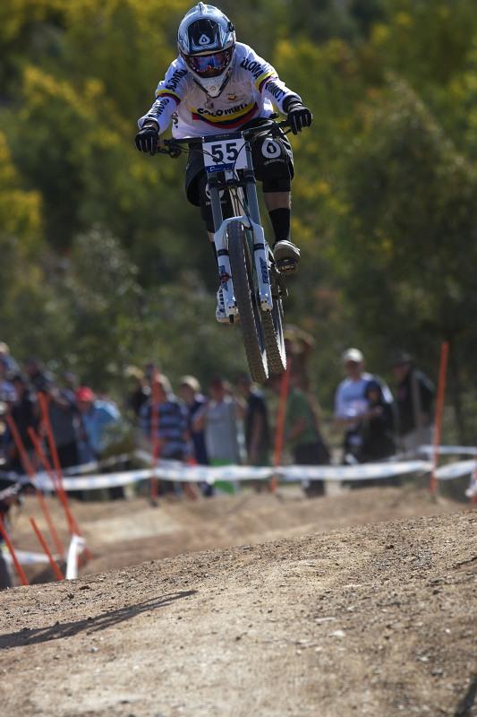 Mistrovství světa MTB DH 2009, Canberra /AUS/ - své zastoupení měla v DH i Kolumbie, zde je Camilo Andreas Sanchez Paez, skončil 49.