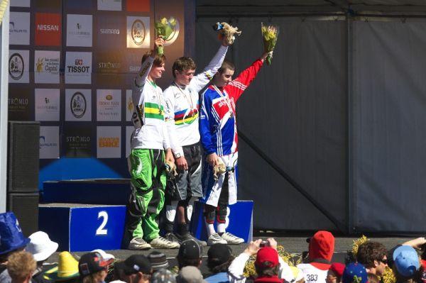 Mistrovství světa MTB DH 2009, Canberra /AUS/ - junioři 1. Macdonald, 2. 0'Connor, 3. Willemse