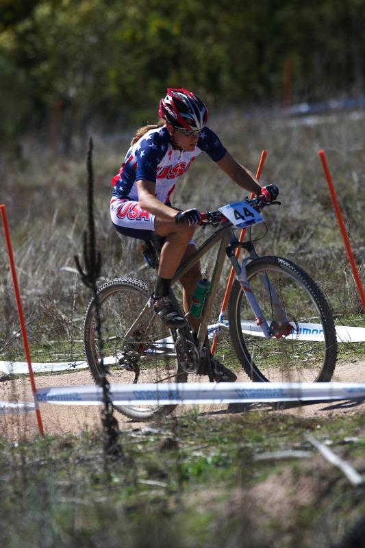 Mistrovství světa MTB XCO ženy 2009 - Canberra /AUS/ - Americká šampionka v cyklokrosu Katie Compton, rovněž na devětadvacítkách