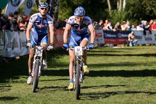 KPŽ Oderská mlýnice 2009 - Alpine Pro finišuje... Venca Ježek a Jakub Šilar