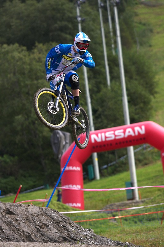 Nissan UCI MTB World Cup DH #8, Schladming 20.9. 2009 - Breadley Benedict (USA) whippin' na cílovém skoku