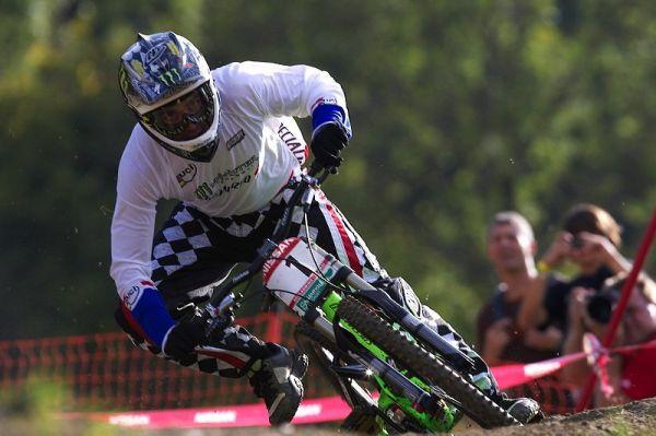 Nissan UCI MTB World Cup DH #8, Schladming 20.9. 2009 - Sam Hill si všechny náramně vykouřil