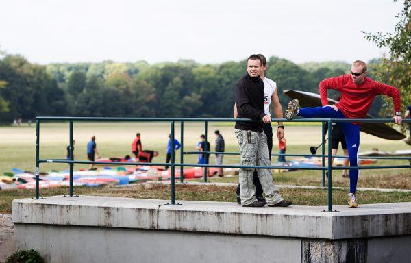 Free Litovel Bobr Cup 2009 - dopoledne se běžci rozcvičovali, kajakáři si rovnali své lodě do depa na louce...