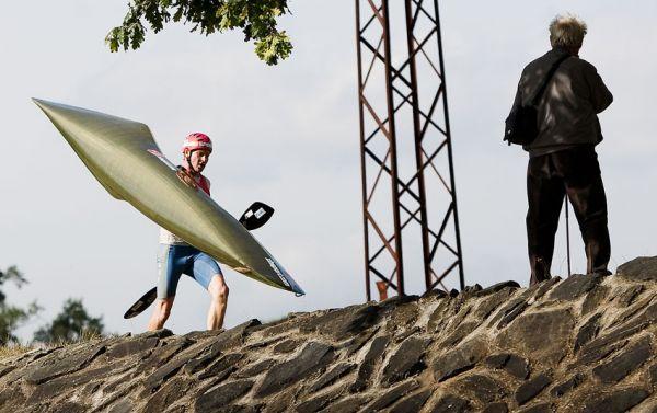 Free Litovel Bobr Cup 2009 - první Kamil Mrůzek po svých přebíha na poslední brod kousek před cílem