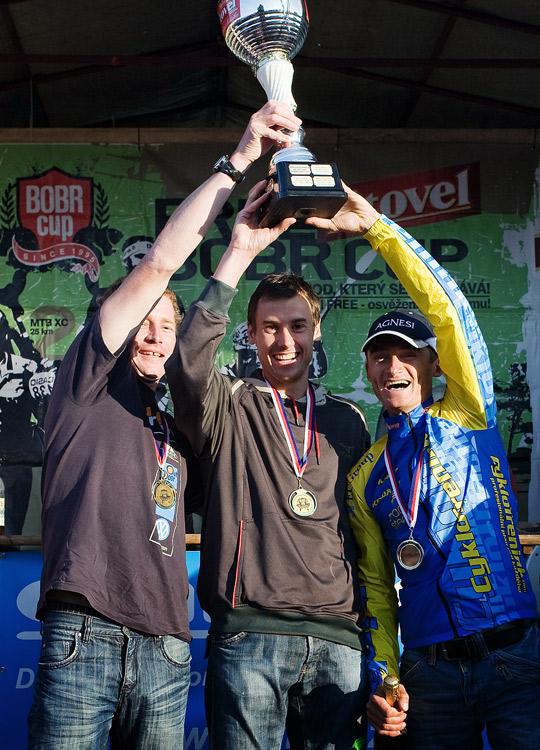 Free Litovel Bobr Cup 2009 - Mrůzek, Faschingbauer a Hruška s pohárem pro vítěznou štafetu