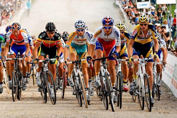 Světový pohár v cyklokrosu - 1. závod 3.10. 2009, Treviso/Itálie - Zdeněk Štybar v čele, foto: Armin Küstenbrück