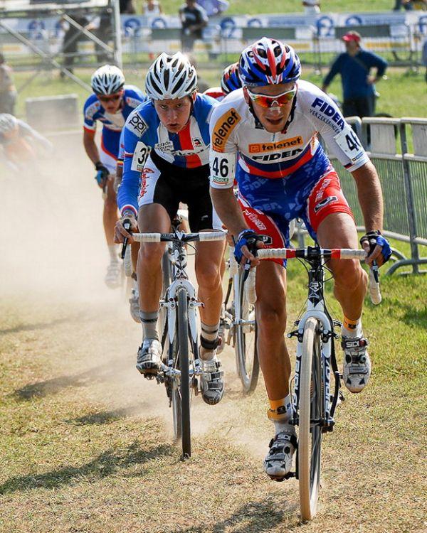 Světový pohár v cyklokrosu - 1. závod 3.10. 2009, Treviso/Itálie - souboj Gavenda - Petruš, foto: Armin Küstenbrück