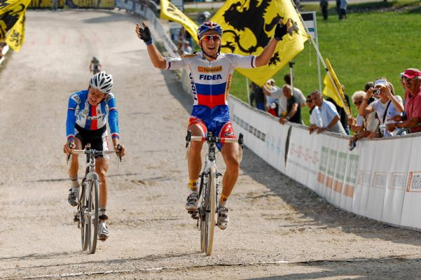 Světový pohár v cyklokrosu - 1. závod 3.10. 2009, Treviso/Itálie - Robert Gavenda vítězí těsně před Lubomírem Petrušem, foto: Armin Küstenbrück
