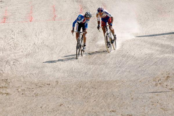Světový pohár v cyklokrosu - 1. závod 3.10. 2009, Treviso/Itálie - Lubomír Petruš v cílové rovince před Gavendou, foto: Armin Küstenbrück