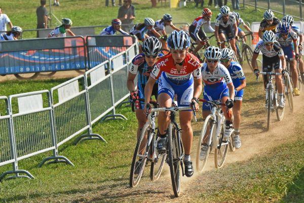 Světový pohár v cyklokrosu - 1. závod 3.10. 2009, Treviso/Itálie - Daphny Van Den Brand v čele žen, foto: Armin Küstenbrück