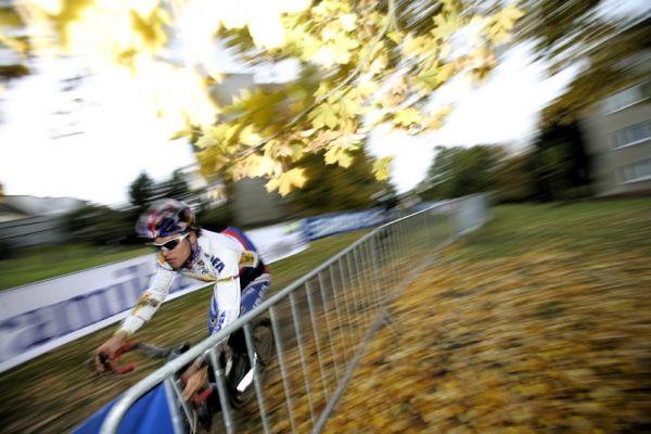 Světový pohár v cyklokrosu #2, Plzeň 18.10.2009 - Zdeněk Štybar v tréninku rychlostí nešetřil