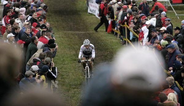 Světový pohár v cyklokrosu #2, Plzeň 18.10.2009 - Niels Albert nasazuje k trháku