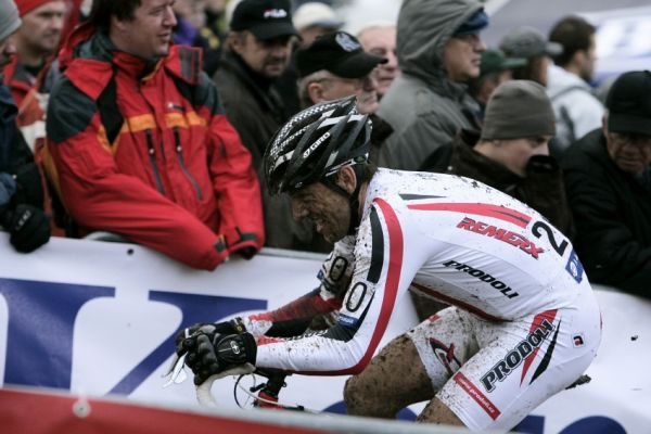 Sv�tov� poh�r v cyklokrosu #2, Plze� 18.10.2009 - Kamil Ausbuher