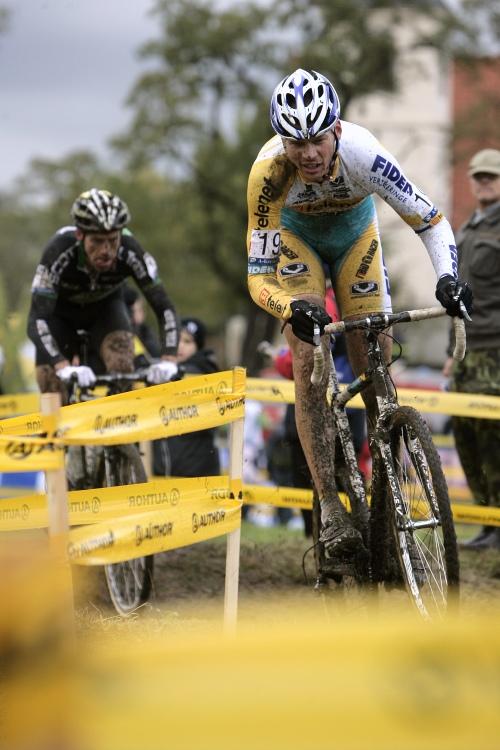 Světový pohár v cyklokrosu #2, Plzeň 18.10.2009 - Petr Dlask se po problémech na startu propracovával dopředu
