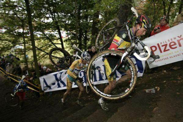 Sv�tov� poh�r v cyklokrosu #2, Plze� 18.10.2009 - Sven Nijs, Kevin Pauwels a Francis Mourey