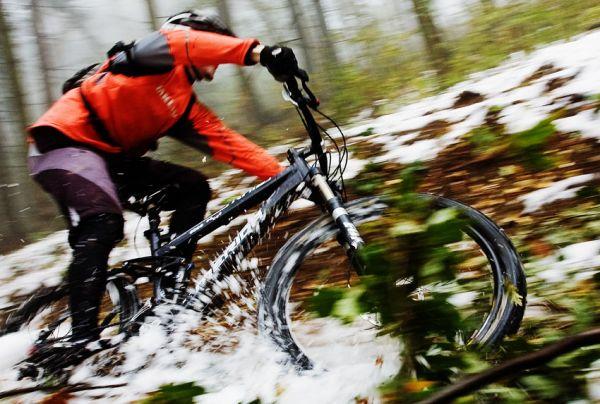 ČeMBA Singltrek pod Smrkem 2009 - i průjezd trailu se zbytky sněhu se dá náramně užít