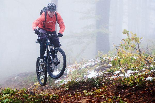 ČeMBA Singltrek pod Smrkem 2009 - na trailu lze provádět libovolné kousky
