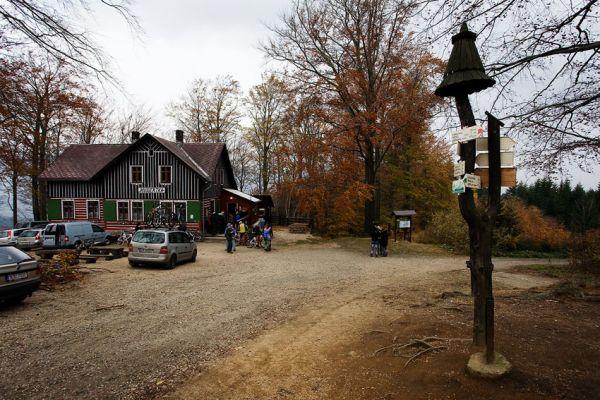 ČeMBA Singltrek pod Smrkem 2009 - na chatě Hubertce se v pondělí 2.11. odehrálo slavnostní otevření stezek