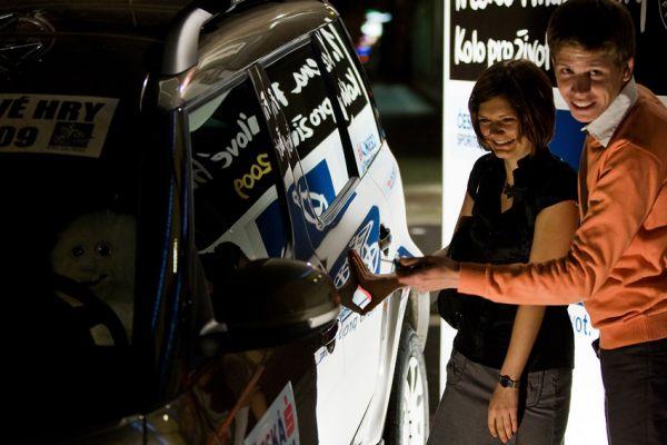 KPŽ Finálový večer 2009 - s odemikáním vozu se muselo pomoci