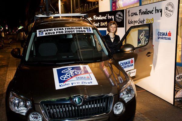 KPŽ Finálový večer 2009 - Lucie Růžičková pózuje ve svém novém autíčku