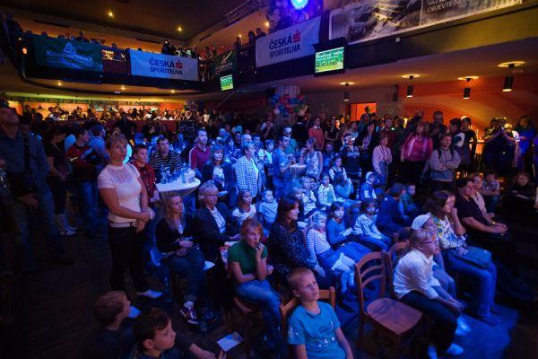 KPŽ Finálový večer 2009 - v prvních řadách čekalo dětské publikum na předávání cen