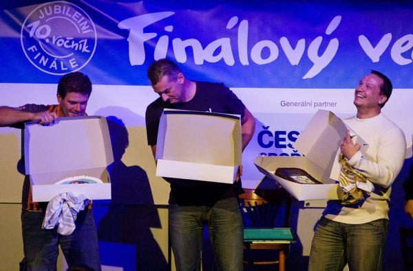 KPŽ Finálový večer 2009 - všichni dostali pořádné dorty, aby přes zimu nespadli z váhou....
