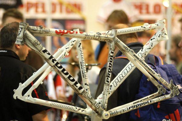 Bike Brno 2009: novinářský rám pro redaktora deníku Sport